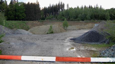 Ein Fuhrunternehmen aus Haupeltshofen stellte den Antrag auf einen weiteren Sandabbau durch Erweiterung der bestehenden Grube (unser Bild) samt deren Wiederverfüllung. Da dem Vorhaben nichts im Wege stand, erfolgte Einvernehmen.