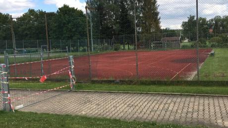 Das Handballfeld des TSV Niederraunau ist leer. Momentan darf nur in Kleingruppen trainiert werden.