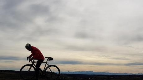 Fantastischer Bergblick: Vor allem an Föhntagen mit klarer Sicht ist die Fahrt auf die Anhöhe zwischen Immelstetten und Mittelneufnach lohnend.