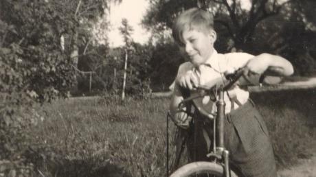 Der zehnjährige Ludwig Gschwind hatte mit seinem geflickten Fahrrad Spaß in Nördlingen.