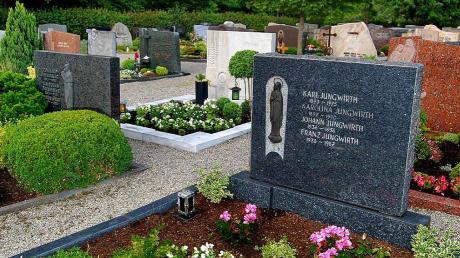 In die schön gelegene Friedhofsanlage von Aletshausen hat die Gemeinde in den letzten Jahren viel investiert. Um diese Kosten teilweise aufgefangen zu können, mussten nun die Gebühren erhöht werden.