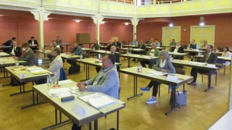 Die neuen Referenten im Stadtrat Krumbach wurden auf der jüngsten Sitzung vorgestellt. Noch immer tagt der Rat coronabedingt im Stadtsaal. Die schlechte Akustik wurde nun bemängelt.