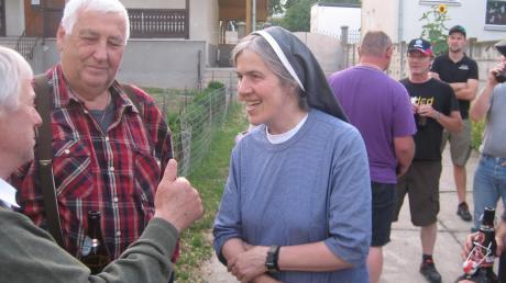Der Freundeskreis Zusam-Stauden, vertreten durch Karl Miller, im Jahr 2014 bei Schwester Maria Hausner in Alba Julia.