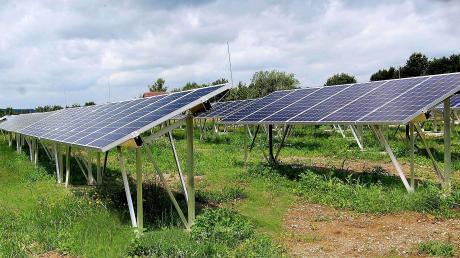 """Die vorgesehene Ständerbauweise beim """"Solarpark Aichen"""" soll einen guten und artenreichen Grünflächen-Bewuchs garantieren."""