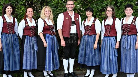 Mitgliederversammlung des Musikvereins Breitenthal: Unser Bild zeigt von links: Birgit Dietrich, Birgit Lecheler, Lisa Doll, Robert Schwärzle, Katharina Föhr, Melanie Deschelmayer und Nicole Reisch.