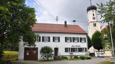Wiesenbach will einen eigenen Kindergarten bauen. Ein Architekt hat schon geeignete Stadtorte untersucht. Ein geeigneter Ort für einen Kindergarten und eine Kindertagesstätte wäre die Alte Schule in Oberwiesenbach. Sie steht zentral neben der Kirche und hat eine ortsprägende Wirkung.