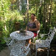 Lauschige Plätzchen wie dieses sind im Garten von Marianne Altstetter gleich mehrere zu finden.