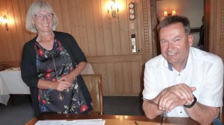 Auf der Jahresversammlung berichteten VHS-Vorsitzende Johanna Herold (links) und VHS-Beiratsvorsitzender Bürgermeister Hubert Fischer über die Tätigkeit der Volkshochschule Krumbach und informierten über die Aussichten auf das coronageprägte Herbstangebot.