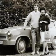 Ein Lloyd 400 mit 13 PS: Das war 1961 das erste Auto von Marlene und Hansjörg Springer aus Krumbach.