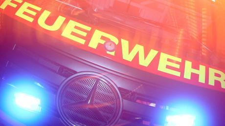 In Geltendorf hat in der Nacht auf den zweiten Weihnachtsfeiertag ein Auto gebrannt.
