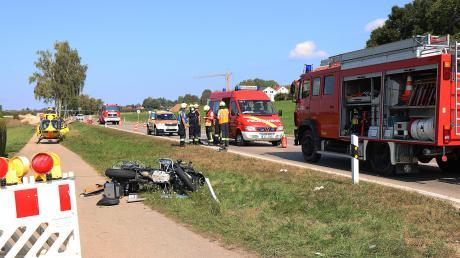 Lebensgefährlich verletzt wurden ein Motorradfahrer und seine Sozia bei einem Unfall zwischen Münsterhausen und Burtenbach.Sie wurden mit zwei Rettnghubschraubern in Kliniken nach Augsburg und Ulm geflogen.