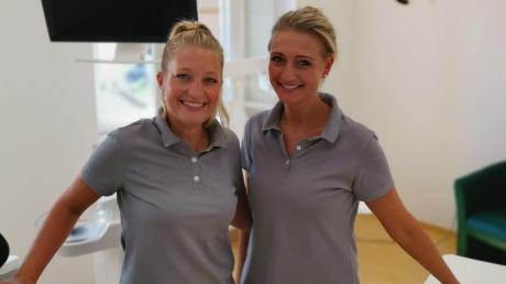 Melanie Bader (links) und Bea Wnorowski bieten in der Neuburger Zahnarztpraxis eine glutenfreie Zahnreinigung an.
