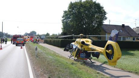 Bei einem Unfall zwischen einem Motorrad und einem Lkw bei Münsterhausen wurde ein 58-jähriges Ehepaar schwer verletzt.