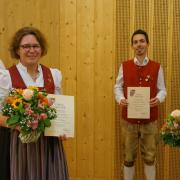 Vorsitzender Werner Gryksa ehrte Sabine Bußjäger für 40-jähriges Musizieren, Tobias Hemmerle für 25 Jahre Musizieren und Bettina Kramer ebenfalls für 40 Jahre Musizieren im Musikverein (von links).