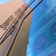 Am Simpert-Kraemer-Gymnasium in Krumbach sind 154 Schüler und vier Lehrer in Quarantäne. Grund für die Maßnahme ist ein positiver Corona-Test bei einer Lehrkraft.