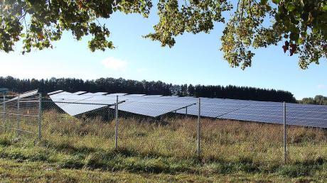 Im Norden von Aichen ist am Wiesweg seit knapp einem Jahr die erste Fotovoltaik-Freiflächen-Anlage in Betrieb gegangen (unser Bild). Ein zweiter Solarpark soll nun etwa einen Kilometer südlich entstehen.