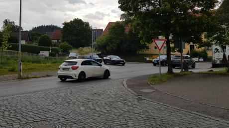An der Straßenkreuzung Edelstetter Straße/Hauptstraße im Neuburger Ortsteil Langenhaslach soll ein Fußgängerüberweg gebaut werden.