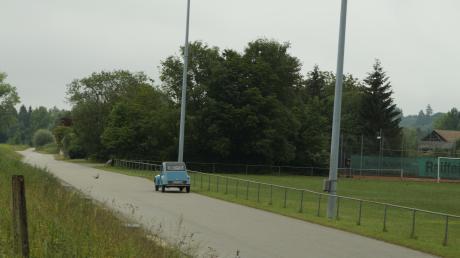 Die im Zuge des Hochwasserschutzes naturnah gestaltete Günztalstraße wird keine Schilder erhalten. Ein Antrag auf Geschwindigkeitsbegrenzung wurde im Gemeinderat abgelehnt.