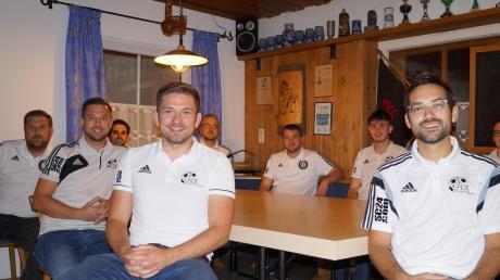 Die neu gewählte Vorstandschaft des FC Ebershausen hat somit ein Durchschnittsalter von 29 Jahren.