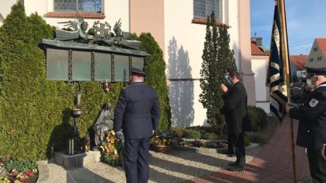 Am Kriegerdenkmal an der Kirche in Balzhausen fand zum Volkstrauertag ein Gedenken an die Toten der beiden Weltkriege statt.