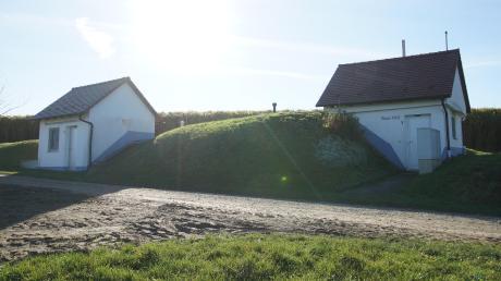 Die beiden Hochbehälter im Südosten von Deisenhausen, über Nacht von Talquellen gespeist, versorgen ganz Deisenhausen mit Trinkwasser.