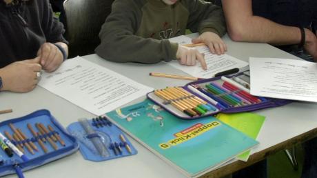 Kinder des Privaten Förderzentrums Ursberg müssen bis zum 11. Januar daheim bleiben. An der Förderschule gab es im Zusammenhang mit der Corona-Pandemie ein diffuses Infektionsgeschehen, sodass, so weit möglich, Distanzunterricht erteilt werden wird.