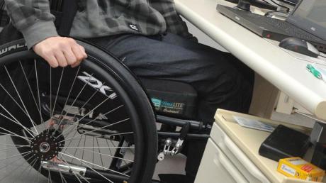 Wenn Menschen beispielsweise auf den Rollstuhl angewiesen sind, ändert sich das Dasein drastisch. Die Kartei der Not hilft Menschen, die in eine schwierige Lebenssituation geraten sind, auf vielfältige Weise.