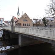 Im Mai wird im Zuge der Erneuerung der Christoph-von-Schmid Straße die Mindelbrücke in Thannhausen abgerissen. In diesem Bereich wird mithilfe eines Dückers der Fluss unterquert, um dort alle Leitungen zu installieren.