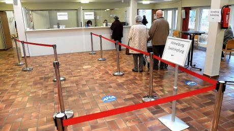 Das Impfzentrum für den südlichen Landkreis Günzburg befindet sich während der Corona Pandemie im Pfarrzentrum St. Michael in Krumbach. Derzeit sind die Senioren an der Reihe.