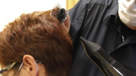 Zum 1. März dürften die Friseure wieder öffnen. Doch es gelten andere Regeln als nach dem ersten Lockdown im vergangenen Jahr.