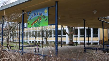 Die Anton-Höfer-Grundschule in Thannhausen hat sich auch auf den Weg der Digitalisierung gemacht und bereits alle Fördertöpfe hierfür ausgeschöpft. Sie verfügt über 32 Schüler-Leih-Laptops. Das WLAN-Netz kommt aber erst frühestens zu den Pfingstferien.