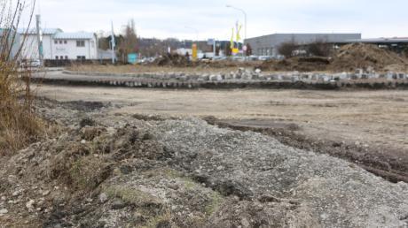 Umleitungen fahren müssen Verkehrsteilnehmer seit Montag 15. März am Kreisverkehr Edelstetter Straße/B 300 in Thannhausen. Der Kreisel erhält eine neue Fahrbahndecke für eine höhere Verkehrsbelastung. Ab 25. April soll hier wieder gefahren werden können.