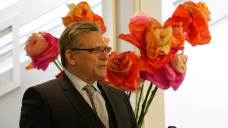 Frank Decke, neuer Leiter der Thannhauser Realschule, bei seiner Rede zur Amtseinführung.