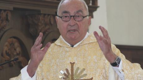 Pfarrer Herbert Schuler aus Langenhaslach feiert am Sonntag mit einem Gottesdienst in der Edelstetter Kirche seinen 90. Geburtstag.