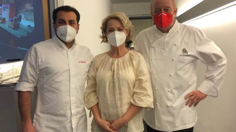 """Zu den Juroren der ZDF-Fernsehsendung """"Die Küchenschlacht"""" gehörten unter anderem Starkoch Alfons Schuhbeck (rechts) und Sternekoch Ali Güngörmüs. In der Mitte Gabriela Baumann."""