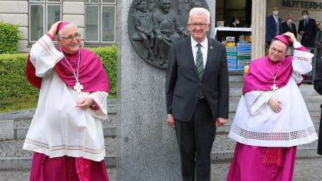 Die Bischöfe Dr. Gebhard Fürst (Rottenburg-Stuttgart, links) und Dr. Bertram Meier (Augsburg, rechts) sowie Ministerpräsident Winfried Kretschmann haben am Freitag Ursberg zu einen Gedenkgottesdienst für den Bekennerbischof Joannes Baptista Sproll besucht.