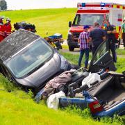 Bei einem Unfall nördlich von Memmenhausen/Balzhausen wurden mehrere Personen verletzt.