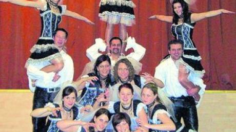 Die Prinzengarde des DCC hat die Vorbereitungen abgeschlossen. Die Garde-Show- Tanzgruppe zeigt sich in kompletter Montur. Fotos: DCC