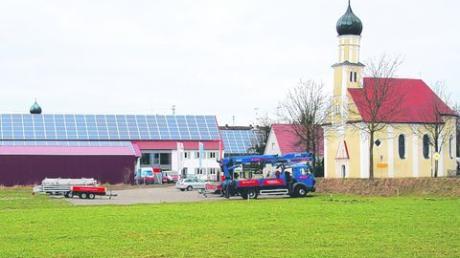 Das geplante Gewerbegebiet an der St.-Leonhard-Straße im Süden Balzhausens hat eine weitere Hürde genommen: Die Räte gaben grünes Licht für die neue Fassung des Bebauungsplans. Fotos (3): Andreas Langer