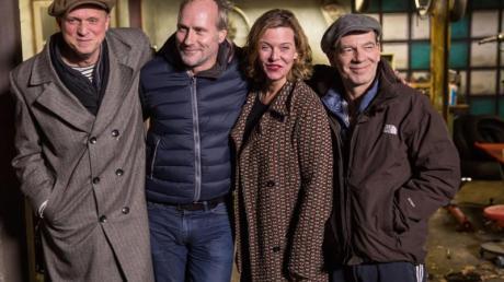 Ulrich Tukur, Wolfram Koch, Margarita Broich unf Martin Wuttke (l-r) am Rande der Dreharbeiten.Foto: Frank Rumpenhorst
