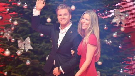 Ab in den Urlaub:Formel-1-Weltmeister Nico Rosberg und Ehefrau Vivian Sibold in Berlin. Foto: Britta Pedersen