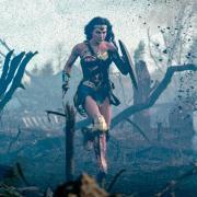 """Erst im Oktober wird der Film """"Wonder Woman 1984"""" in die Kinos kommen. Hier finden Sie alles rund um Start, Handlung, Besetzung, Trailer, Länge und FSK."""