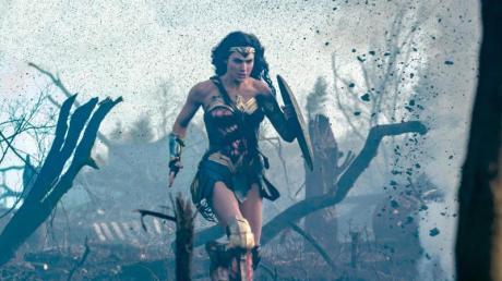 """Erst Mitte August wird der Film """"Wonder Woman 1984"""" in die Kinos kommen. Hier finden Sie alles rund um Start, Handlung, Besetzung, Trailer, Länge und FSK."""