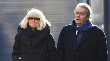 Die französische Schauspielerin Mireille Darc ist im Alter von 79 Jahren gestorben. Sie war lange mit Schauspieler Alain Delon verheiratet.