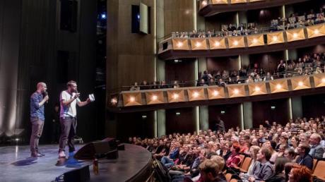 Volles Haus in der Staatsoper in Hannover bei den Poetry-Slam-Meisterschaften.