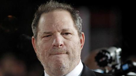 Sechs weitere Frauen verklagen Filmproduzent Harvey Weinstein wegen sexueller Belästigung.