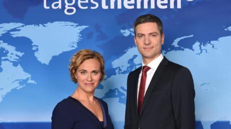 Die Tagesthemen-Moderatoren Caren Miosga und Ingo Zamperoni 2016 in Hamburg. Foto: Daniel Bockwoldt