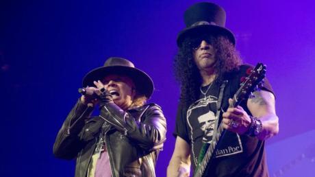 Axl Rose (links) und Slash. Konzerte in München 2020: Diese Stars spielen live in Muc.