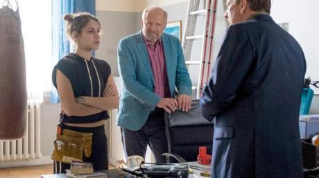 Mila Sahin (Almila Bagriacik) nimmt sich den Ermittlungen im Fall der Familie Voigt an. Borowski (Axel Milberg, M) und Schladitz (Thomas Kügel, r) sind beeindruckt von der neuen Kollegin.