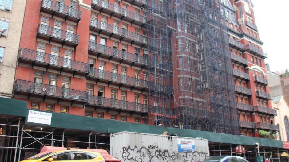 New York: Zwischen Legenden und Baulärm: Leben im Chelsea Hotel ...